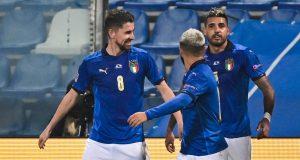 Gelandang Italia, Jorginho (kanan) bersama Lorenzo Insigne dan Emerson, merayakan gol dalam laga UEFA Nations League Grup A1 melawan Polandia di Stadion Mapei, Italia, Senin (16/11/2020) dini hari WIB. Italia menang 2-0 atas Polandia.