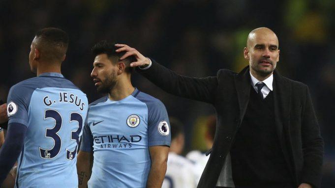 Pelatih Manchester City Pep Guardiola (kanan) mengusap kepala Sergio Aguero selepas pertandingan melawan Tottenham Hotspur, beberapa pekan lalu. Posisi Aguero di tim utama Man City diragukan, karena kehadiran Gabriel Jesus.