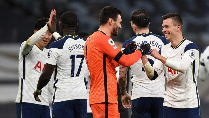 Gelandang Tottenham Hotspur, Giovani Lo Celso (kanan) bersama kiper Hugo Lloris merayakan kemenangan usai laga lanjutan Liga Inggris pekan ke-9 melawan Manchester City di Tottenham Hotspur Stadium, London, Minggu (22/11/2020) dini hari WIB. Tottenham menang 2-0 atas City.