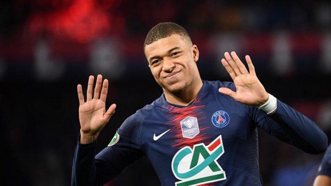 Kylian Mbappe (Paris Saint-Germain) - Bintang muda Prancis ini menempati posisi keempat. Striker PSG itu mempunyai pendapatan sebesar 42 juta dollar atau sekitar Rp 626 miliar.