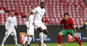 Gelandang Prancis, Paul Pogba, berusaha melewati pemain Portugal, Bruno Fernandes, pada laga UEFA Nations League di Stadion Da Luz, Minggu (15/11/2020). Prancis menang dengan skor 1-0