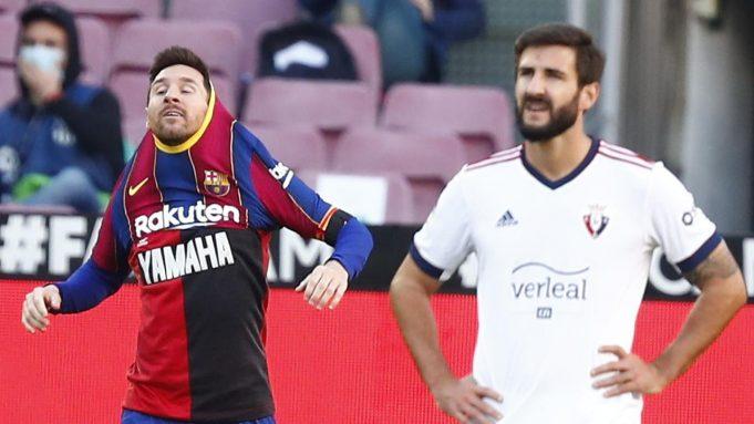Penyerang Barcelona, Lionel Messi, mendedikasikan golnya ke gawang Osasuna untuk almarhum Diego Maradona. Berkat gol Messi, El Barca menang 4-0 atas Osasuna pada laga pekan ke-11 La Liga, Minggu