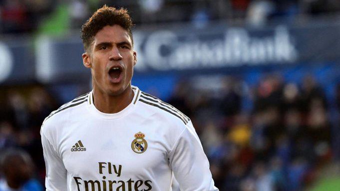 Raphael Varane - Raphael Varane mampu mengimbangi permainan Sergio Ramos dan menjadi duet terbaik di lini pertahan Real Madrid. Pemain asal Prancis ini memiliki kecepatan dan cerdas dalam membaca pergerakan serangan pemain lawan.