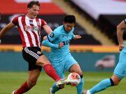 Penyerang Tottenham Hotspur, Son Heung-min berusaha melewati pemain Sheffield United, Sander Berge pada pertandingan lanjutan Liga Inggris di Bramall Lane di Sheffield, Inggris (2/7/2020). Sheffield United menang telak 3-1 atas Tottenham