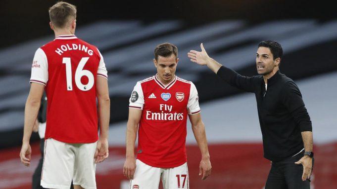 Pelatih Arsenal, Mikel Arteta, memberikan arahan kepada pemainnya saat menghadapi Liverpool pada laga lanjutan Premier League pekan ke-36 di Emirates Stadium, Kamis (16/7/2020) dini hari WIB. Arsenal menang 2-1 atas Liverpool.