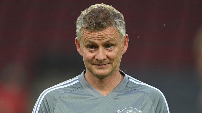 Pelatih Manchester United, Ole Gunnar Solskjaer, saat memimpin sesi latihan jelang laga Liga Europa di Stadion Rhein Energie, Cologne, Minggu (9/8/2020). Manchester United akan berhadapan dengan Copenhagen