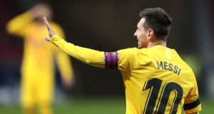 Striker Barcelona, Lionel Messi, saat melawan Atletico Madrid pada laga Liga Spanyol di Stadion Wanda Metropolitano, Minggu (22/11/2020). Barcelona takluk dengan skor 1-0
