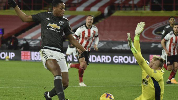 Anthony Martial mencetak gol pada pertandingan Liga Inggris antara Sheffield United dan MU di stadion Bramall Lane di Sheffield, Inggris, Kamis, 17 Desember 2020. Manchester United memenangkan pertandingan 3-2.