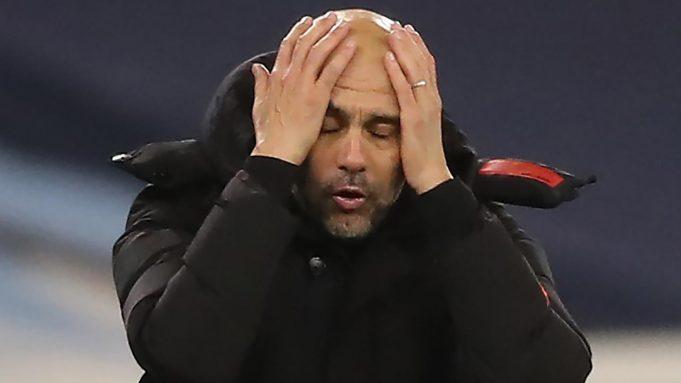 Pelatih Manchester City, Pep Guardiola, tampak kecewa usai timnya ditahan imbang West Brom pada laga lanjutan Liga Inggris di Etihad Stadium, Rabu (16/12/2020). Manchester City imbang melawan West Brom