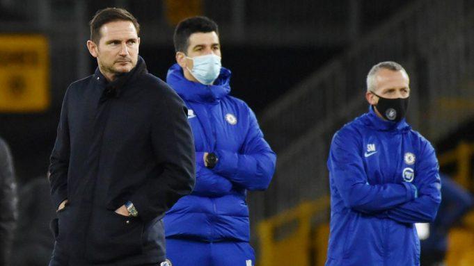 Pelatih Chelsea, Frank Lampard, tampak kecewa usai ditaklukkan Wolverhampton Wanderers pada laga Liga Inggris di Stadion Molineux, Rabu (16/12/2020). Chelsea tumbang dengan skor 2-1.
