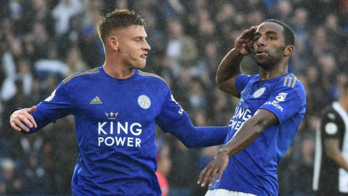 Pemain Leicester City Ricardo Pereira (kanan) melakukan selebrasi usai mencetak gol ke gawang Newcastle United pada pertandingan Liga Inggris di Stadion King Power, Leicester, Inggris, Minggu (29/9/2019). Leicester membantai Newcastle 5-0