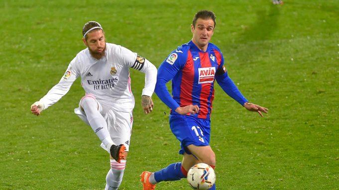 Kapten Real Madrid, Sergio Ramos saat melawan Eibar pada laga lanjutan Liga Spanyol 2020/2021, Senin (21/12/2020) dini hari WIB.