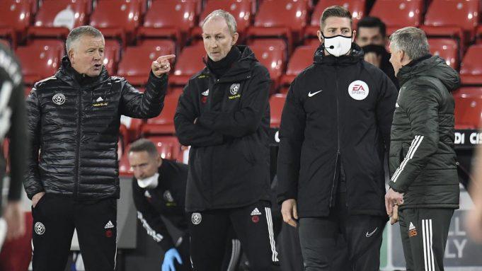 Manajer Sheffield United, Chris Wilder (kiri), dan Manajer Mancheseter United, Ole Gunnar Solskjaer (kanan) terlibat adu mulut dalam laga lanjutan Liga Inggris pekan ke-13 di Bramall Lane, Sheffield, Kamis (17/12/2020). Sheffield United kalah 2-3 dari Manchester United