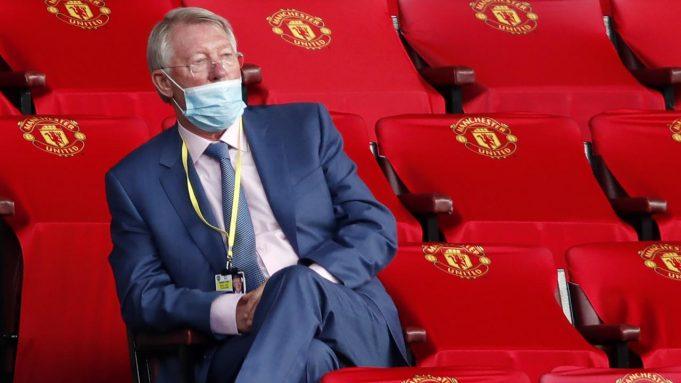 Sir Alex Ferguson menghadiri laga Manchester United melawan Southampton pada laga Premier League di Old Trafford, Selasa (14/7/2020). Mengenakan masker di bawah hidung, Sir Alex Ferguson jadi sorotan di media sosial.