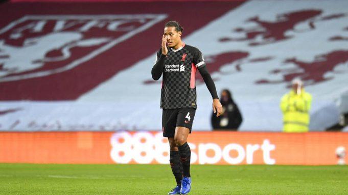 Bek Liverpool, Virgil van Dijk, tampak kecewa usai ditaklukkan Aston Villa pada laga Liga Inggris di Stadion Villa Park, Minggu (4/10/2020). Liverpool takluk dengan skor 7-2.