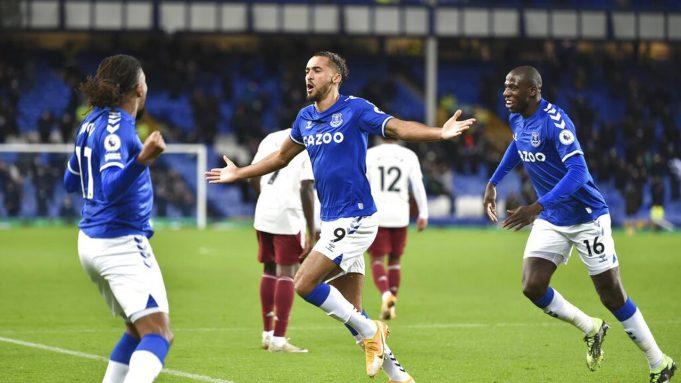 Striker Everton, Dominic Calvert-Lewin, mencetak gol ke gawang Arsenal dalam lanjutan Liga Inggris 2020/2021, Minggu (20/12/2020).